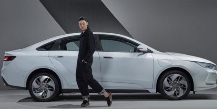 Китайский автомобильный концерн Geely представил в четверг новую марку электромобилей Geometry